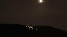 Außenansicht bei Nacht