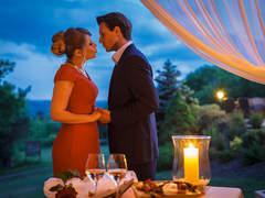 Romantic Pavillon kiss